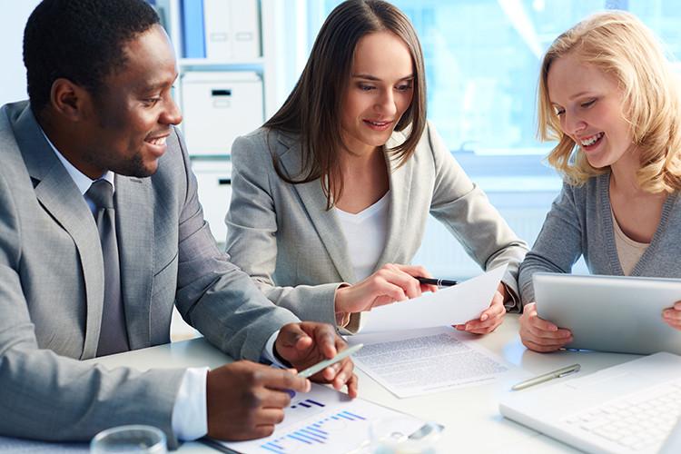 shutterstock 135899507 group meeting1560263147 - Được đào tạo trong ISO 27001 - Tiêu chuẩn cao hơn cho giáo dục đại học